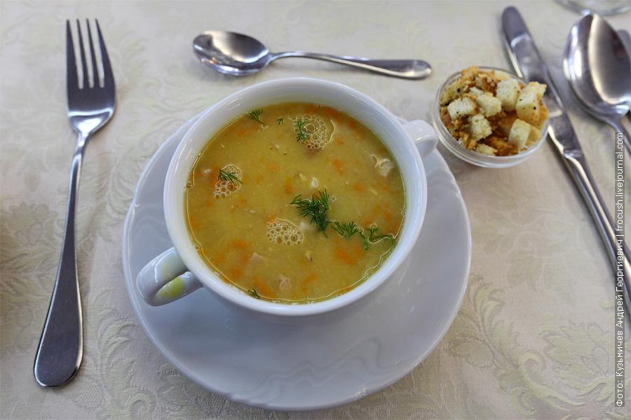 Суп гороховый с копченостями + гренки