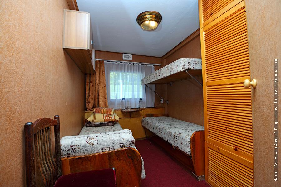 Трехместная двухъярусная каюта №24 теплоход Бородино фотографии