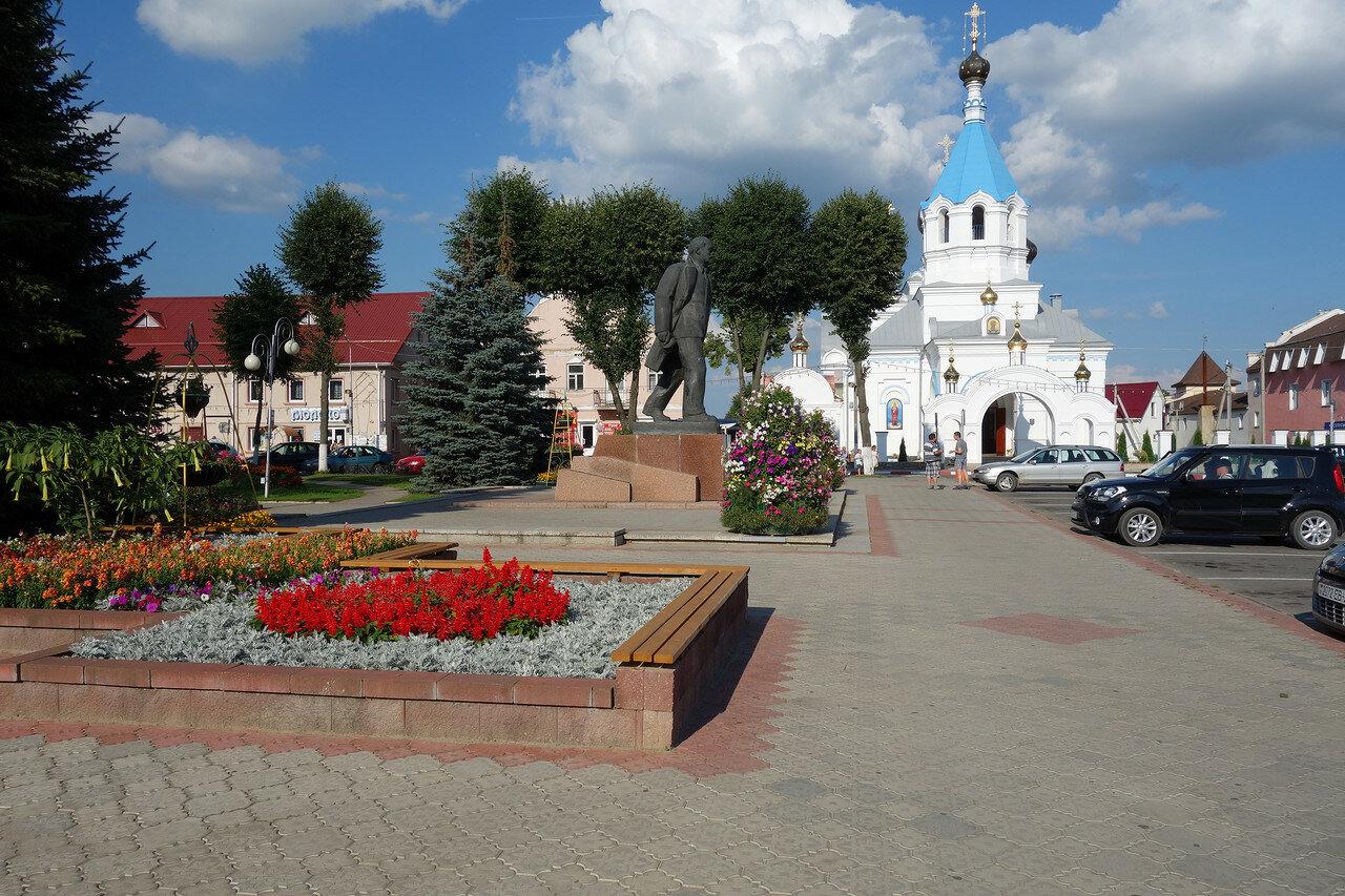 Ленин и храм