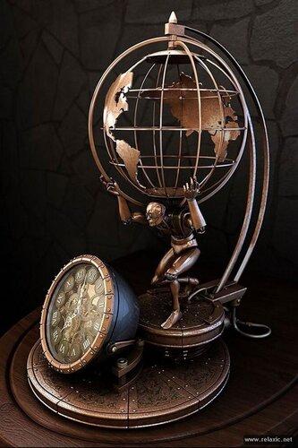 Старинные настенные часы с барометром термометром