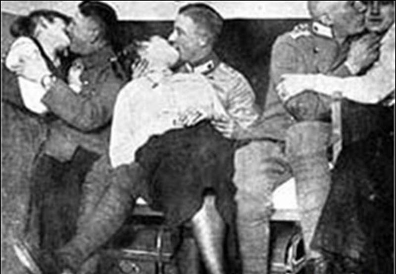Секси в немецкой форме третьего рейха