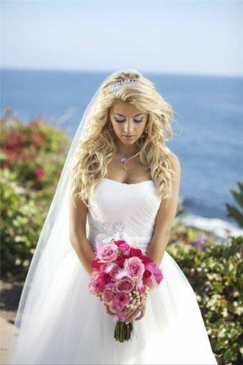 Прическа невесты с распущенными волосами