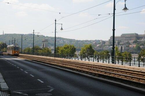 трамвай на набережной Дуная