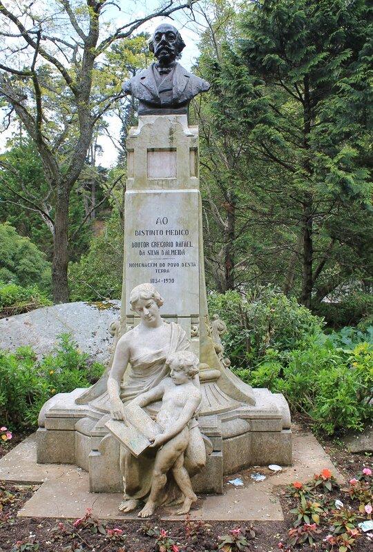 Синтра,Памятник доктору Георгио Алмейда. Gregório Rafael da Silva de Almeida. Sintra, Volta do Ducho