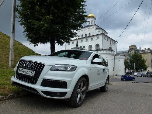 У Владимирских Золотых ворот