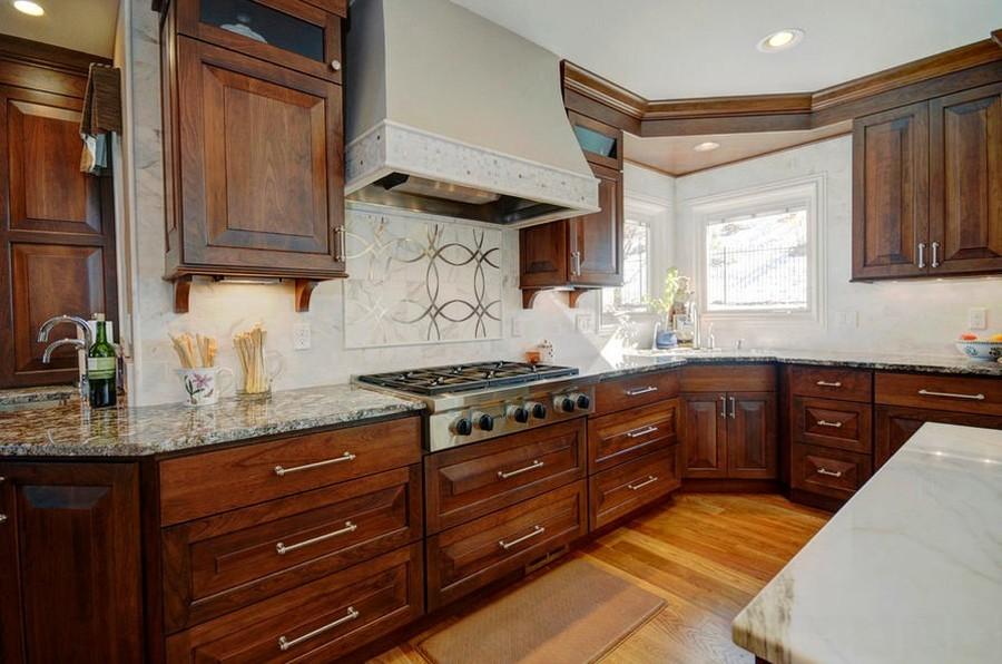 7. Вне всяких сомнений, классическая кухня смотрится роскошно, но любителям подобной мебели из натур