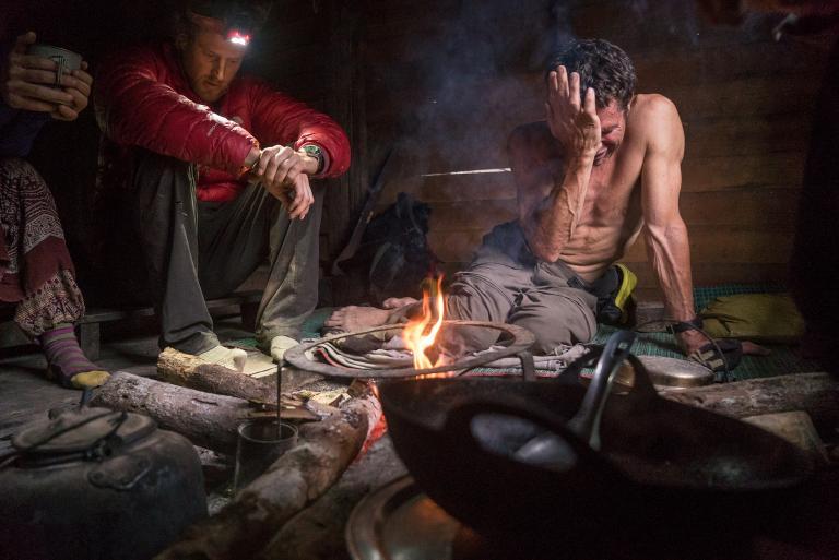 Опытные альпинисты Кори Ричардс (Cory Richards) и Марк Дженкинс (Mark Jenkins) были вынуждены пр