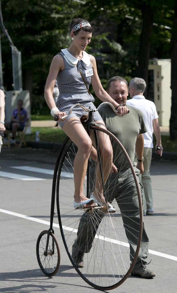 Японка девушка на велосипеде фото 305-544