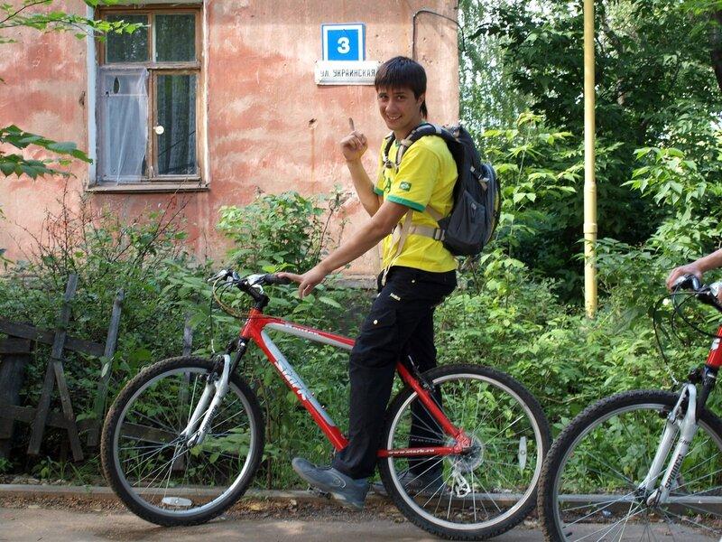 Валерка и указатель улю. Украинской в Чистых Прудах