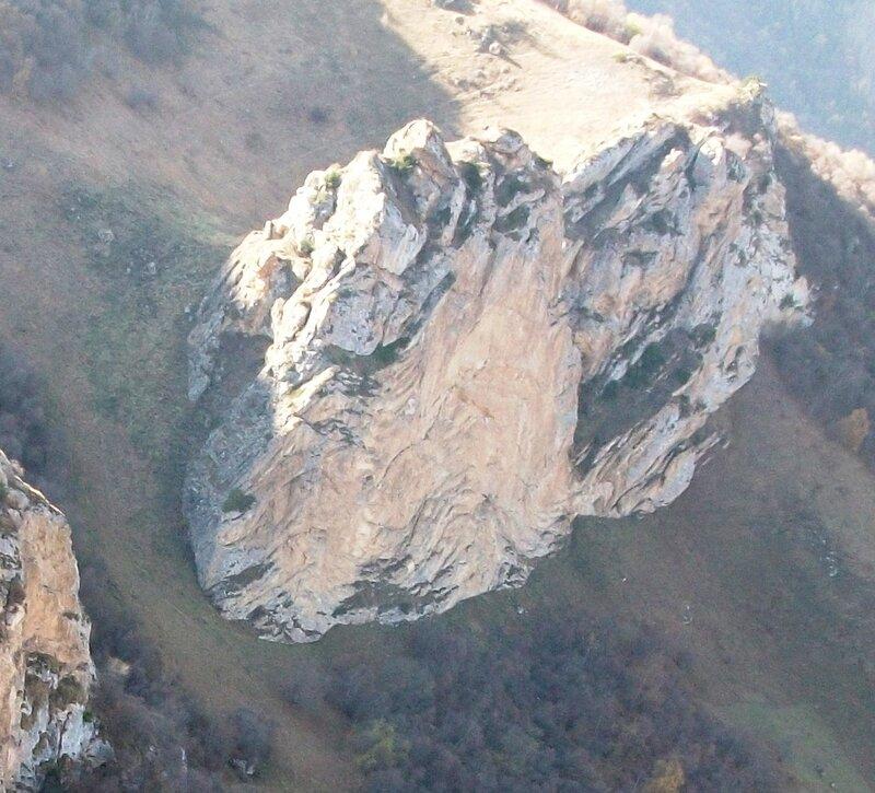 Пролёт над скалой