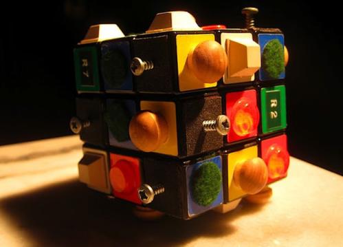 Кубик Рубика для слабовидящих людей