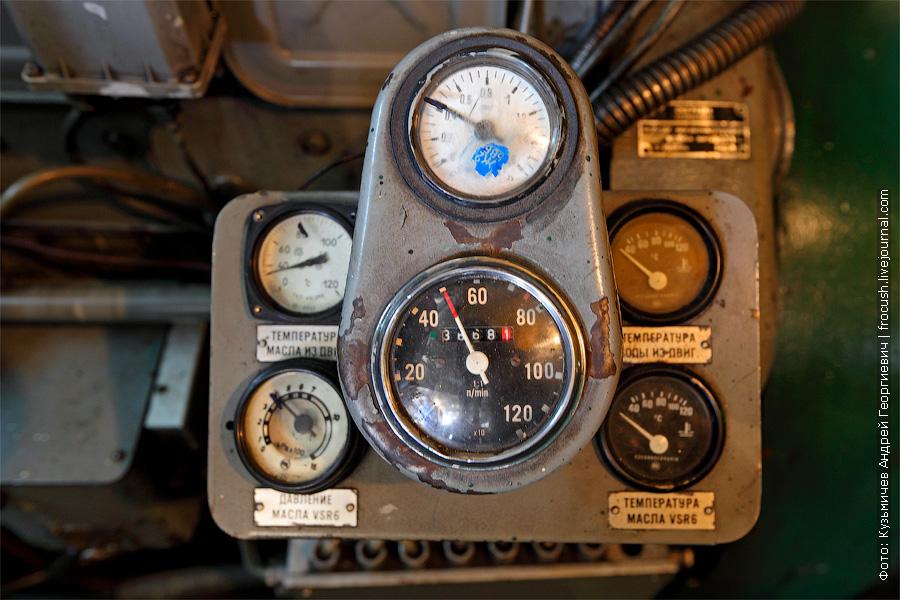 главние двигатели держат 500 оборотов в минуту на холостых. банкетный теплоход «Берегиня», тип «ОМ»