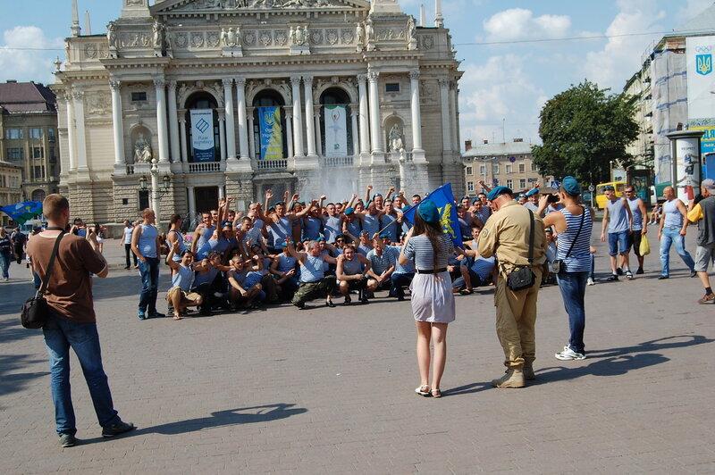 2 августа - день ВДВ во Львове