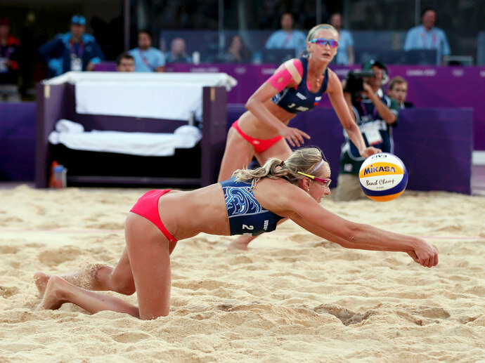 Красивый пляжный волейбол