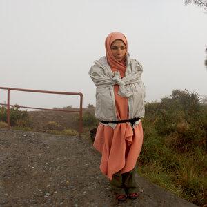 У вулкана Келимуту ранним утром, остров Флорес, Индонезия