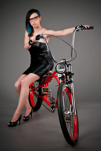 Девушки и велосипед