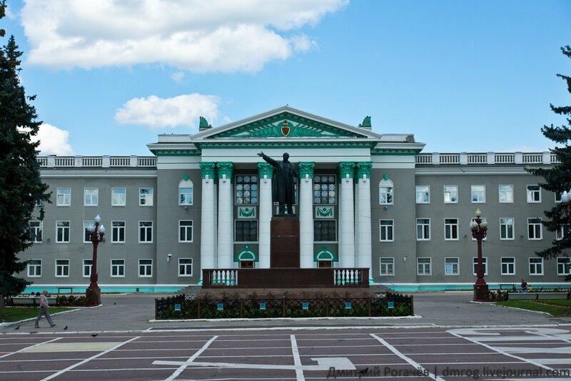 Sk0rp699 Ленин на фоне дома культуры дом памятник площадь ступино.