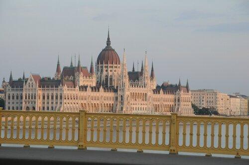 вид на Парламент с моста Маргит