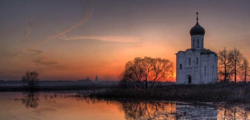 Фото: Екатерина Васягина Луг, накотором расположена церковь, ныне является особо охраняемой природ