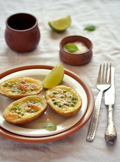 картофель, запеченный с моцареллой, зеленым горошком и кедровыми орехами