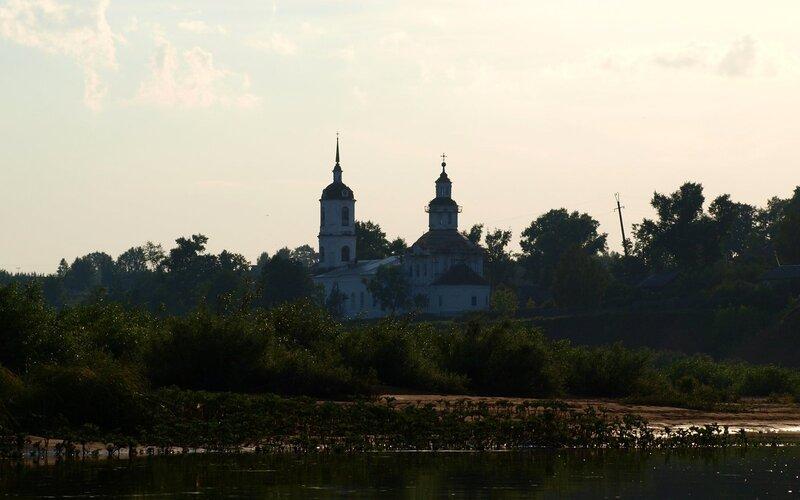 Церковь в Юрьево (село на реке Моломе)