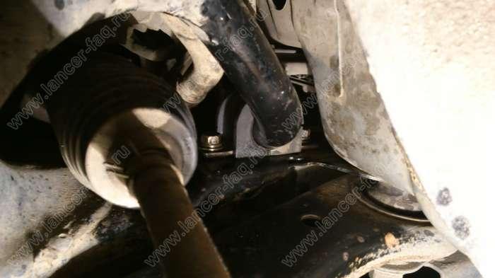 Замена втулок переднего стабилизатора Lancer 9