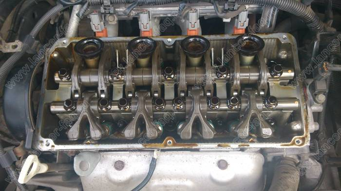 Замена уплотнительных колец свечных колодцев Lancer 9 1.6
