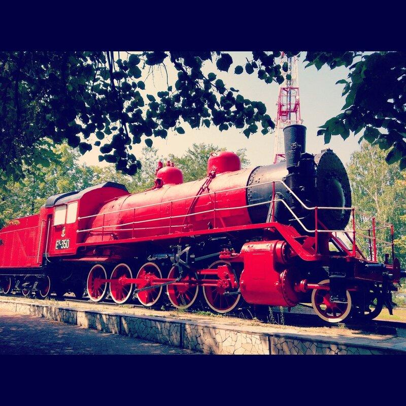 Красный паровоз