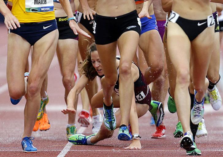 падение американской легкоатлетки Натоши Роджерс (Natosha Rogers) на дистанции в 10 километров