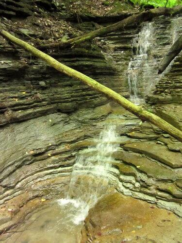 Небольшой водопад