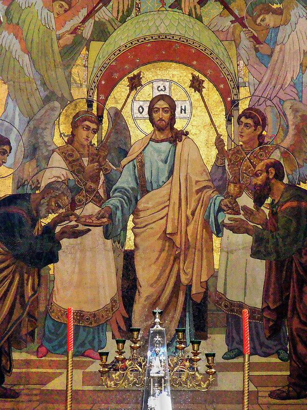 Евхаристия в алтаре Спаса на Крови