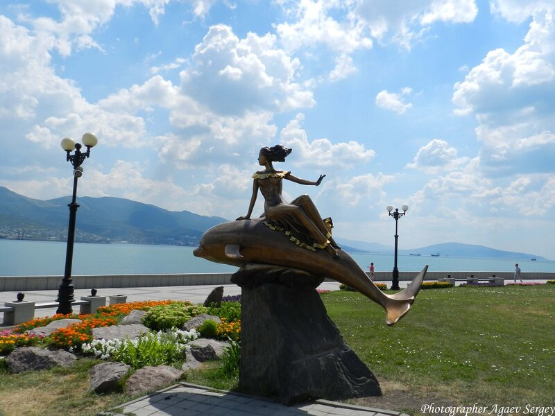 Скульптура Дельфин и Русалка