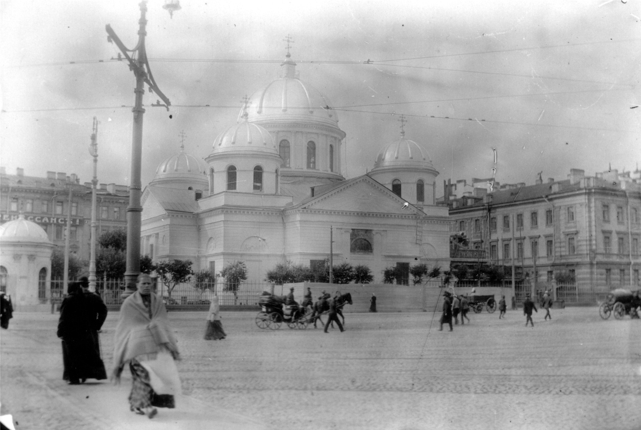 16. Церковь Святого Петра с золотыми куполами
