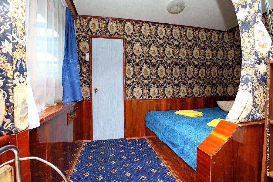 теплоход Бородино спальня люкса