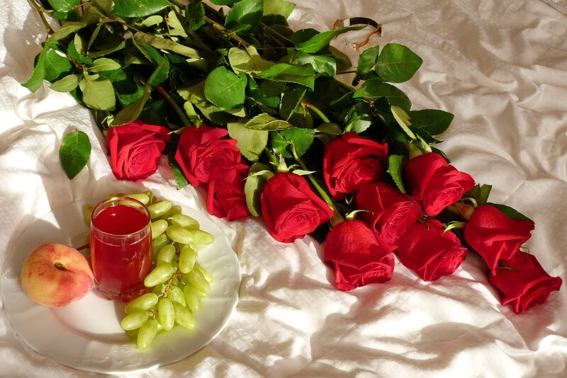 фото с надписью добрый вечер с цветами забывай, теряй своей