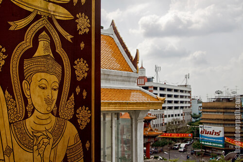 вид из окна Wat Traimit, Бангкок, Таиланд