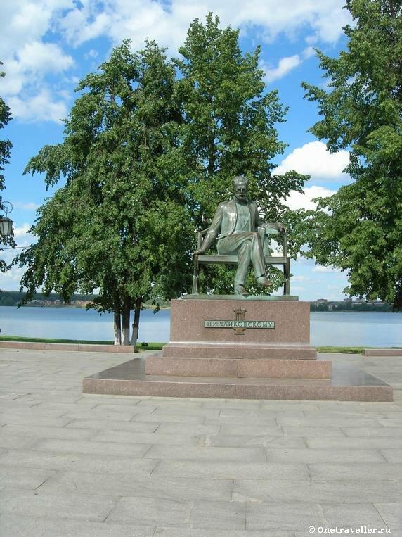 Памятник П.И.Чайковскому в Воткинске