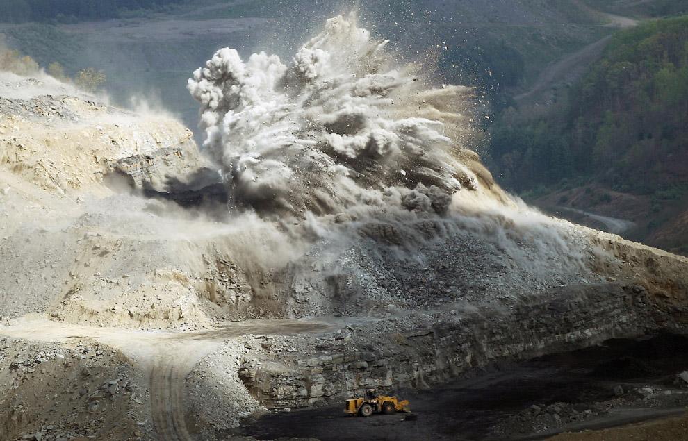 9. Для извлечения угля с больших глубин используются шахты. Самые глубокие шахты на территории