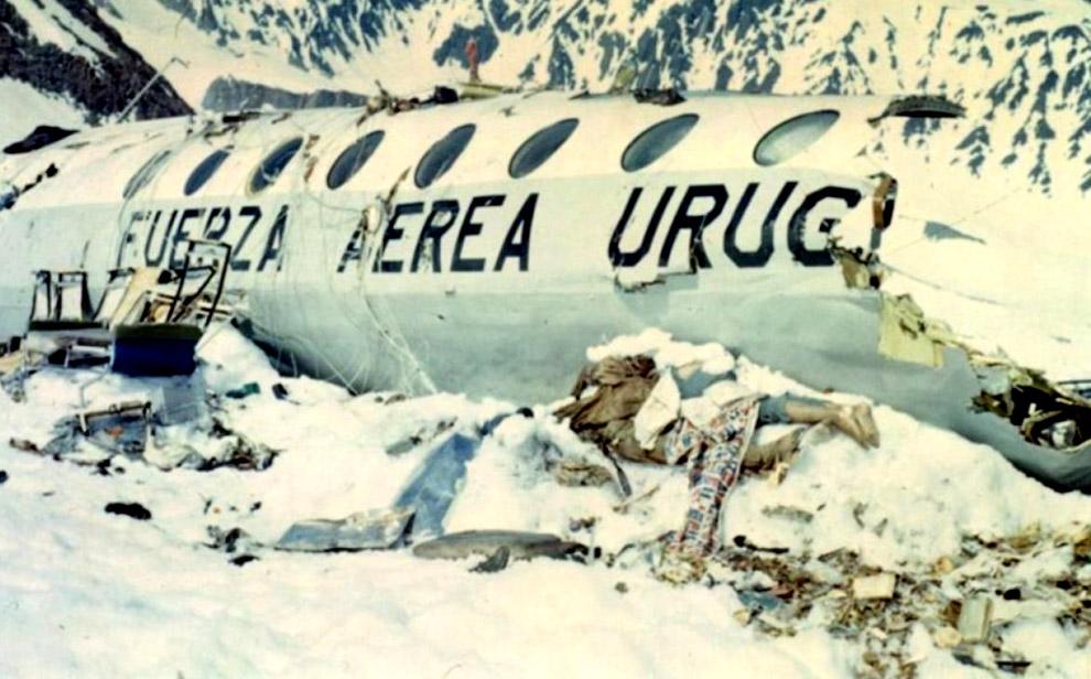 12 пассажиров погибли при падении и столкновении со скалой, ещё 5 умерли позже от ран и холода. Зате