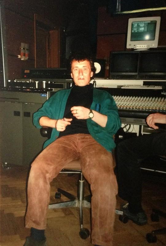 Леонид в студии.