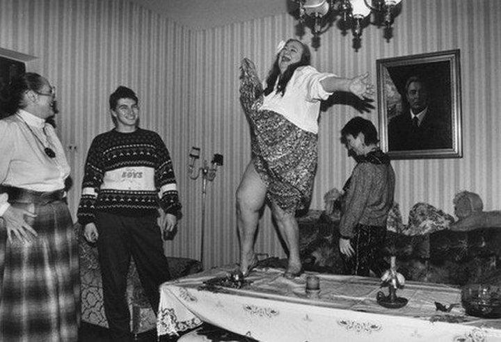 1. Галина Брежнева, дочь генерального секретаря ЦК КПСС Леонида Ильича Брежнева, танцует на столе