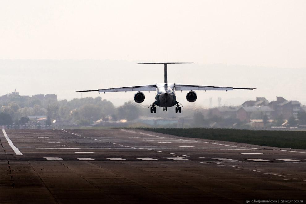 14. Лайнеру Ан-148 не требуется отдельный трап, что существенно упрощает и ускоряет подъём на борт и