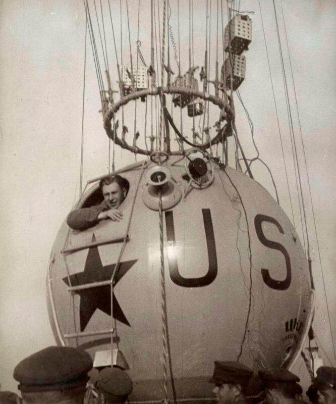 В субботу, 30 сентября в 8.40 командир Г.А. Прокофьев на аэродроме в Москве перед стартом, Россия 1933 год.
