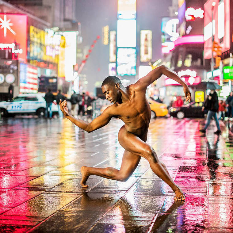 Dancers After Dark – Naked dancers in the streets of major cities (18 pics)