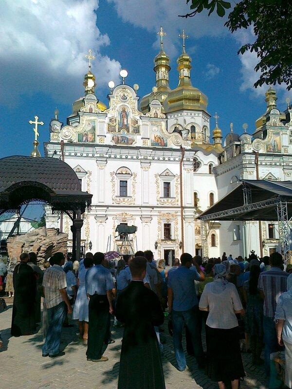 Участники молебна на Соборной площади