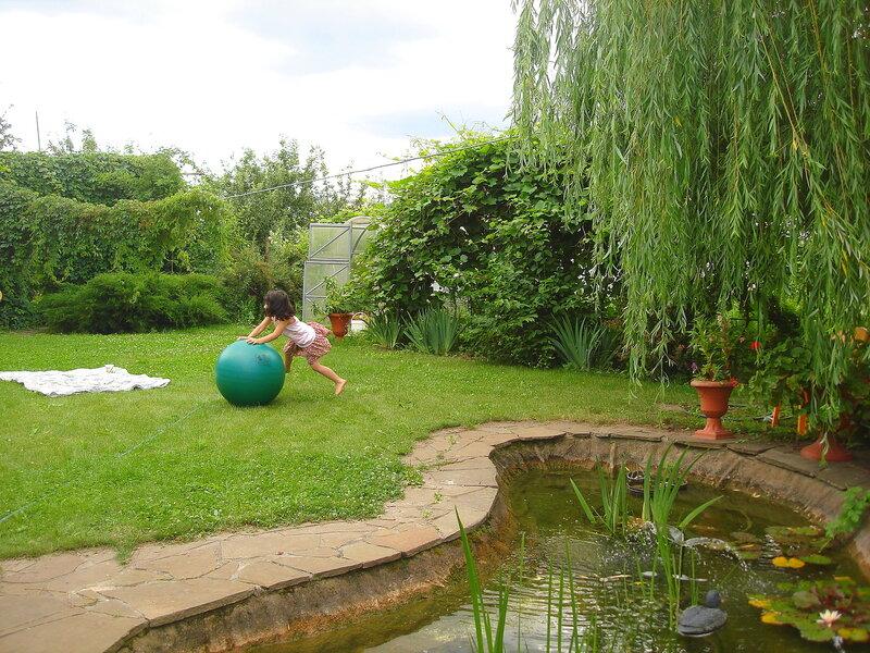Лето в райском садике с.Остров, дети на траве
