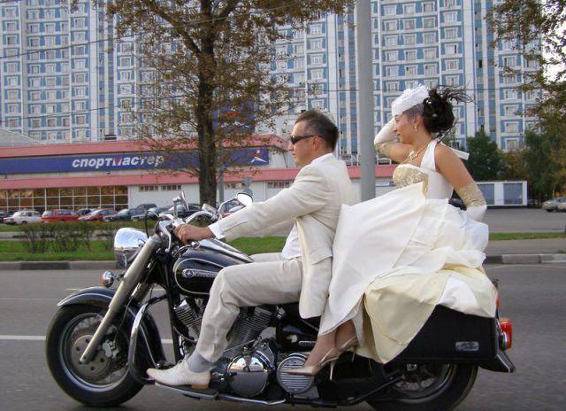Жених и невеста на мотоцикле прикольные фото