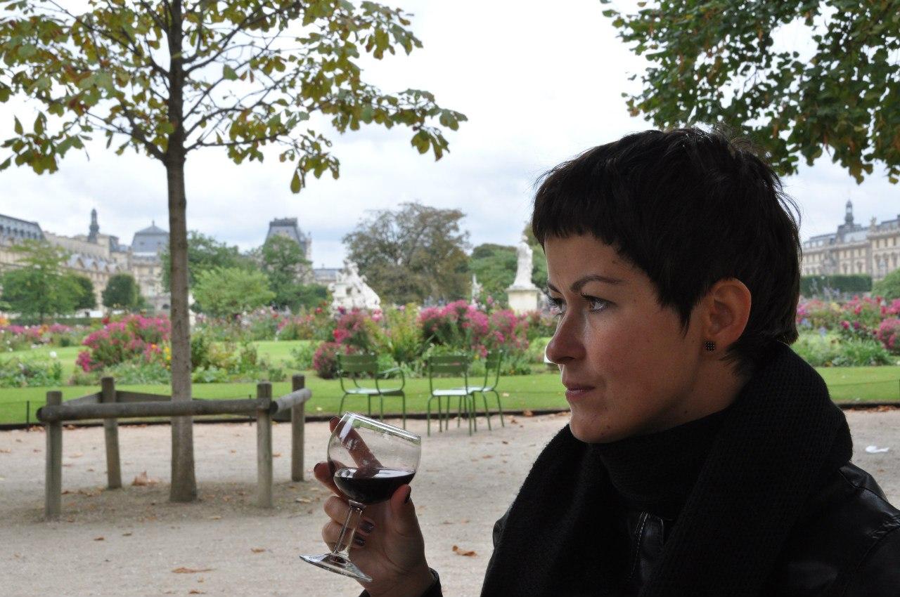 В Париже без вина никак