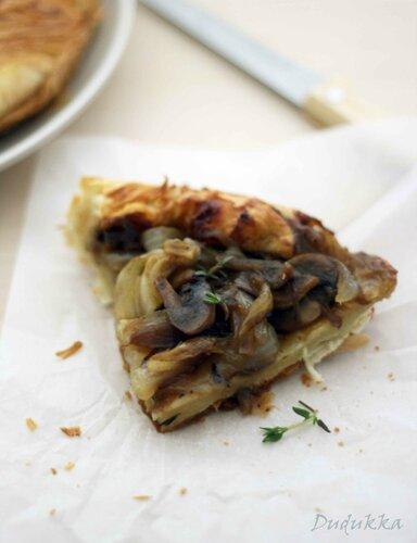 Пирог-перевертыш с луком и грибами