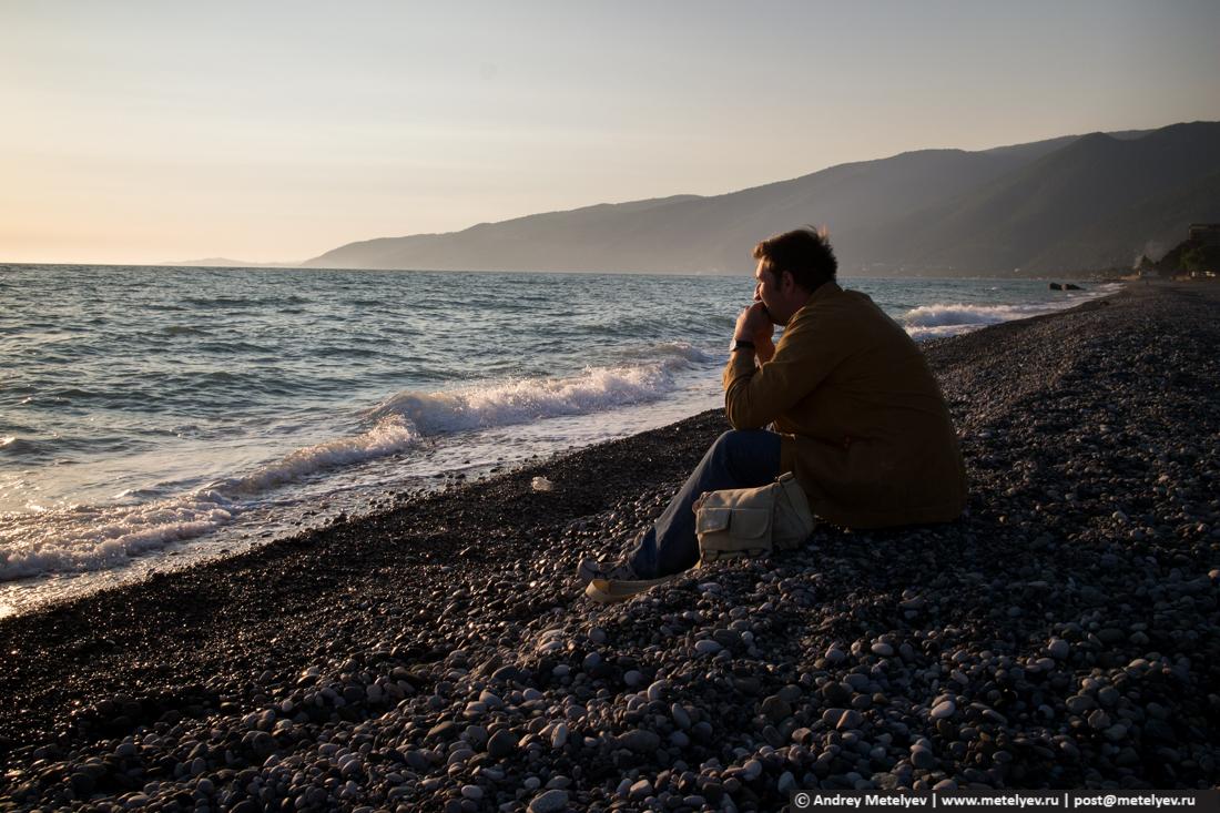 В раздумьях на берегу моря